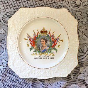 Queen Elizabeth II Cabinet Plate 1953 (2564)